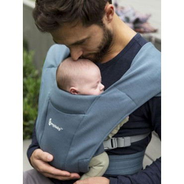 Mochila portabebés Embrace de Ergobaby