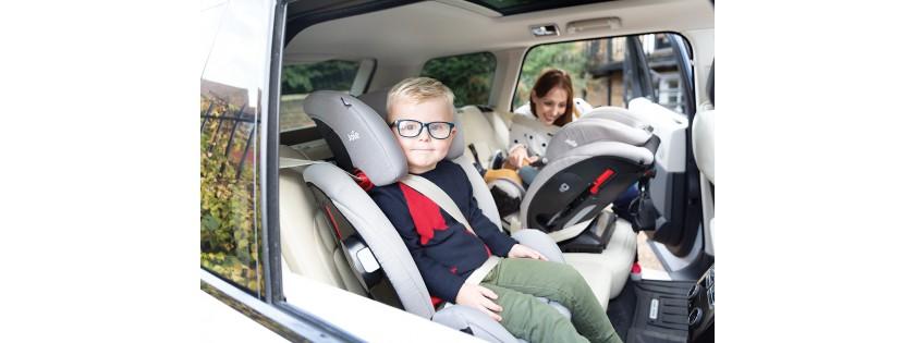 Cuando necesitas instalar tres sillas infantiles en el auto